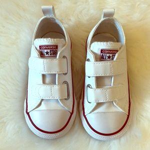 EUC size 7 Unisex Toddlers White Converse!